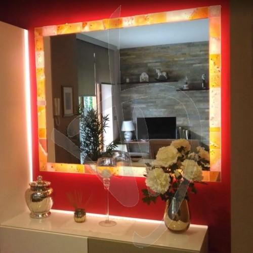 dekorativer-spiegel-mit-rahmen-aus-muranoglas-und-beleuchtung-optional-nach-kundenwunsch