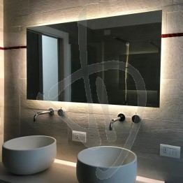 Specchio antiappannamento (opzionale), su misura