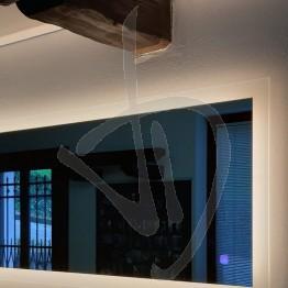led-badezimmerspiegel-mit-beleuchtetem-rahmen-nach-mass